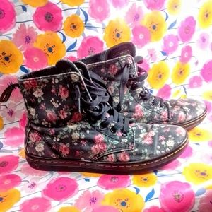 Dr Martens Hackney black and pink Floral Boot